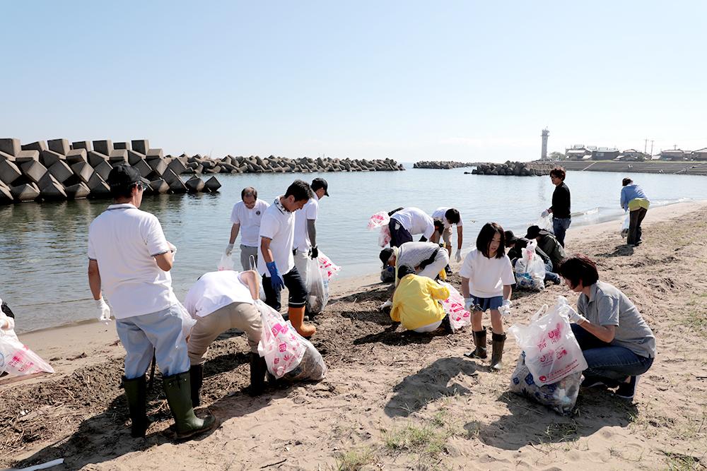 となみセントラルライオンズクラブ 六渡寺の海岸清掃