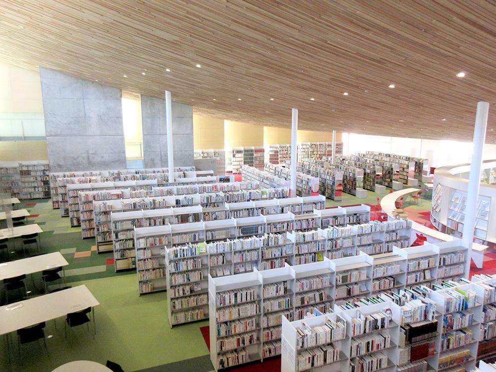 となみセントラルライオンズクラブ 砺波市立図書館 内観