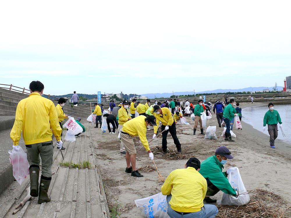 となみセントラルライオンズクラブ 六渡寺海岸清掃